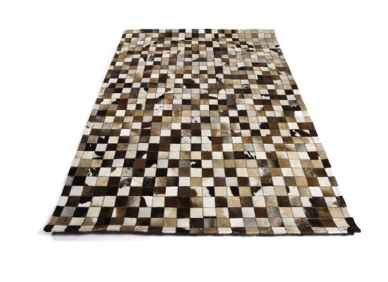 cowhide rug 4 x 6 (R 32)