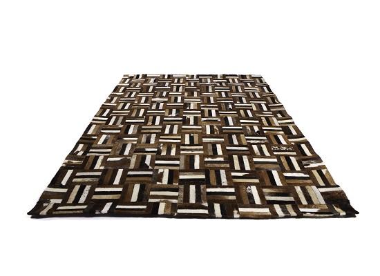 cowhide rug 4 x 6 (R 34)