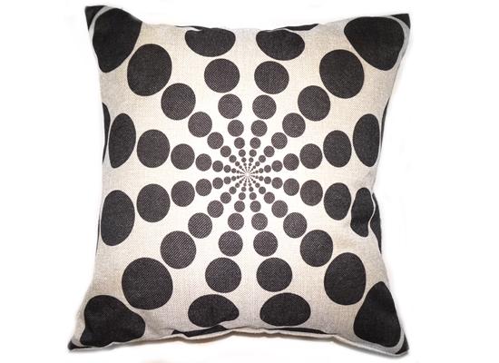 Black Dots Pillow (pll 38)